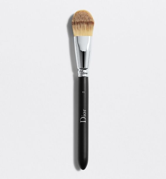 3348901379137_01--shelf-dior--backstage-light-coverage-foundation-brush-n-11-dior-backstage-light-cover