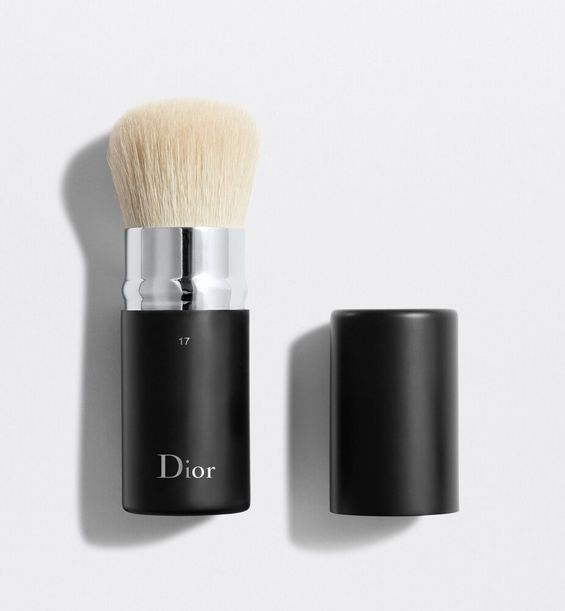 3348901379236_01--shelf-dior--backstage-kabuki-brush-17-dior-backstage-retractable-kabuki-brush-n-17