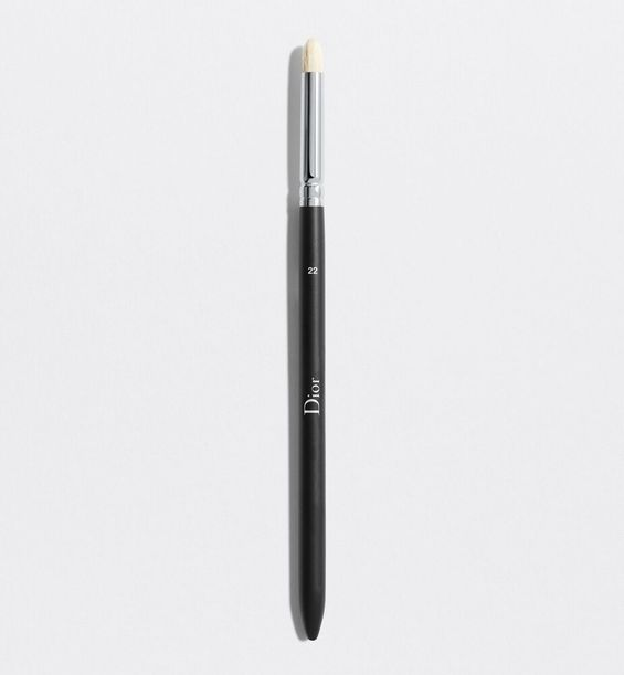 3348901379250_01--shelf-dior--backstage-small-eyeshadow-blending-brush-n-22-small-eyeshadow-blending-br
